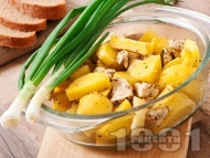 Печено бяло пилешко месо от филе (гърди) с картофи на фурна в йенско стъкло (тенджера, съд)